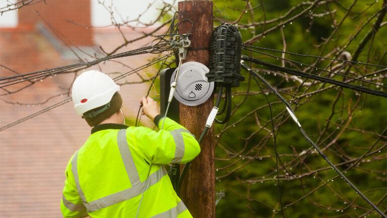 PG&E to Install Smoke Alarms on Power Poles